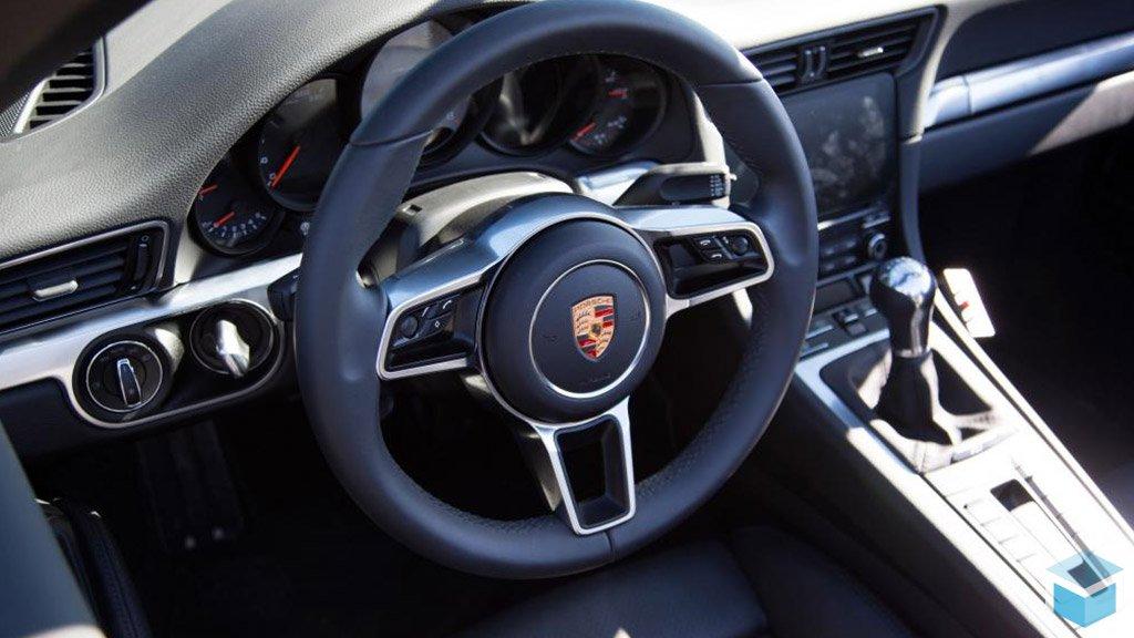 Обновлённый Porsche 911 приоткрыл завесу тайны