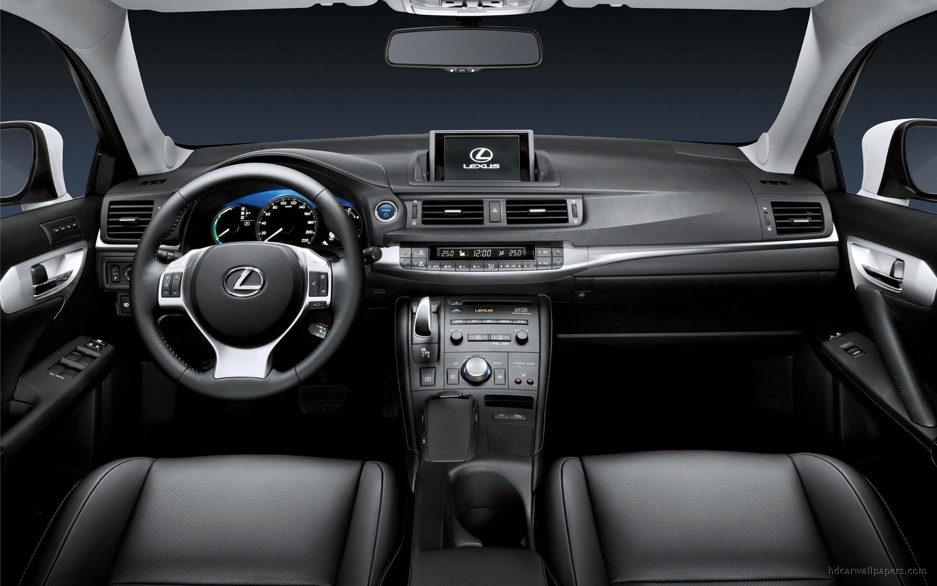 Обзор автомобиля Lexus CT 200h