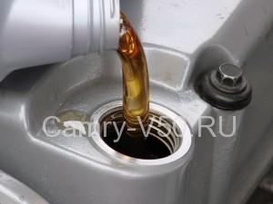какое масло лить в двигатель Toyota Camry